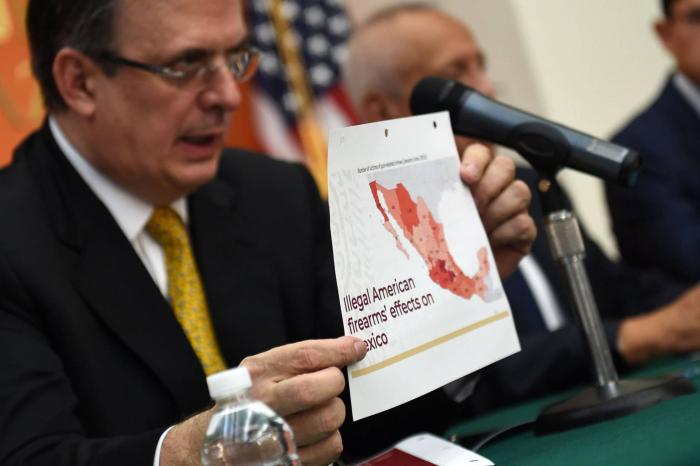 México pide a EE UU que frene el tráfico de armas a cambio de haber reducido el flujo migratorio