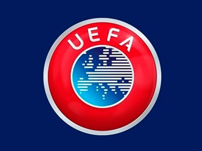 Delegación azerbaiyana participa en la conferencia de la UEFA