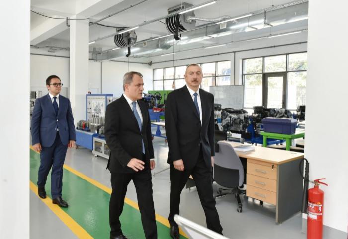 Präsident Ilham Aliyev weiht Staatliches Berufsbildungszentrum für Industrie und Innovation