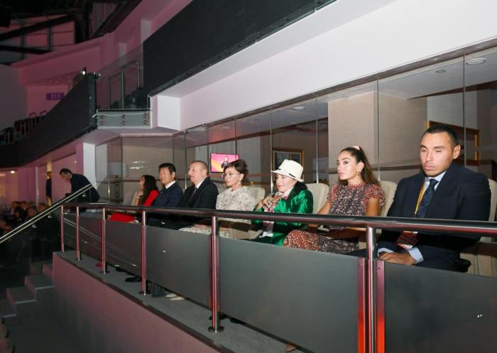 Prezident ailə üzvləri ilə dünya çempionatının açılışında - FOTOLAR (Yenilənib)