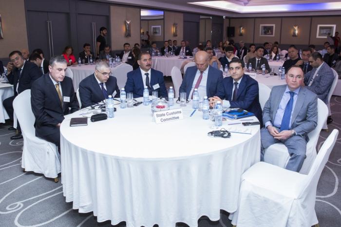 Reunión con miembros de la Cámara de Comercio de Alemania y Azerbaiyán