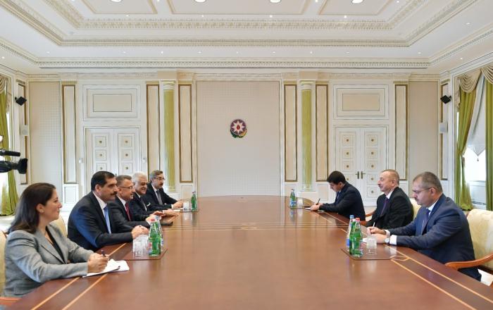 Präsident Ilham Aliyev empfängt den türkischen Vizepräsidenten