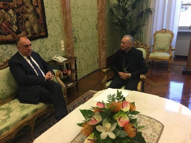 Ministro de Asuntos Exteriores de Azerbaiyán se reúne con elSecretario de Estado de la Santa Sede