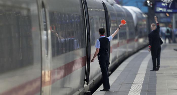 250 ICE-Passagiere müssen auf offener Strecke den Zug wechseln