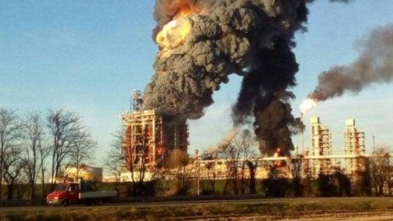 Fuerte explosión en una de las refinerías más importantes de Italia
