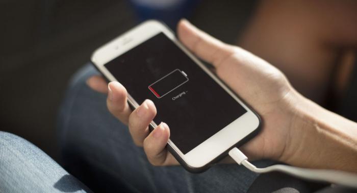 Cargar la batería de tu teléfono al máximo puede dañarla