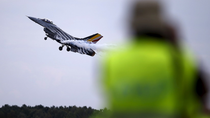 Un avión de combate F-16 de Bélgica se estrella al oeste de Francia