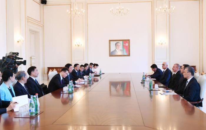 Ilham Aliyev reçoit le président du Comité permanent de l'Assemblée nationale populaire de Chine