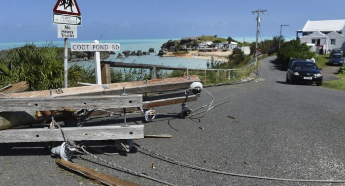 El huracán Humberto se aleja de Bermuda sin provocar muertes a su paso