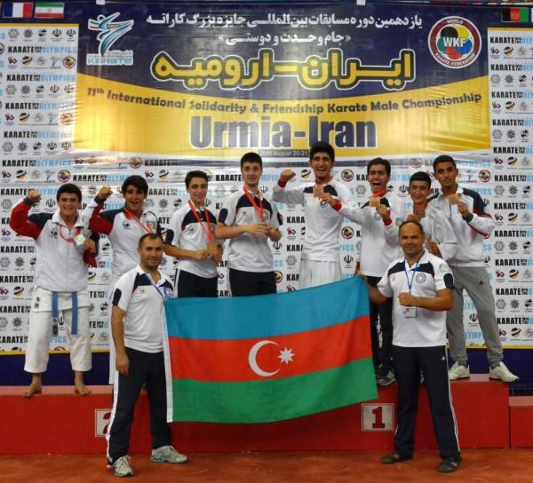 Karatekas azerbaiyanos en el torneo internacional en Urmía