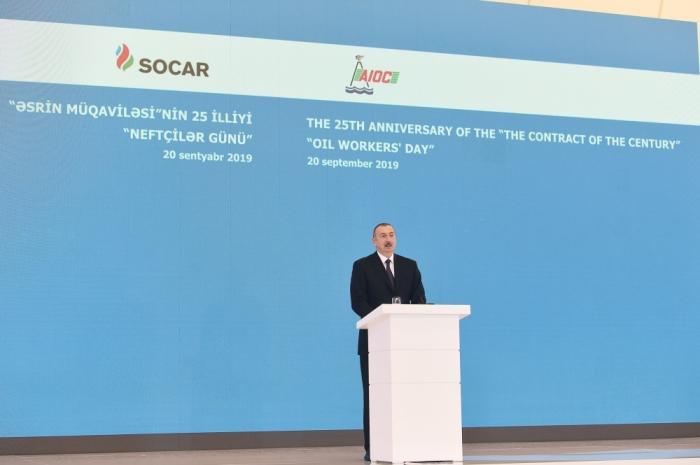 Presidente Ilham Aliyev asiste a la ceremonia celebrada con motivo del 25 aniversario del Contrato del Siglo-   Actualizado