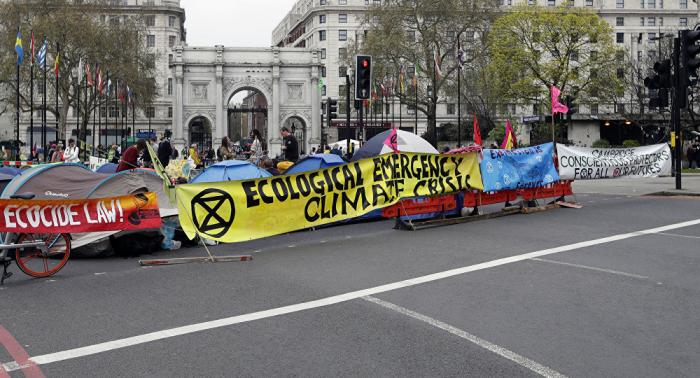 Activistas en diversas partes del mundo protestan contra el cambio climático