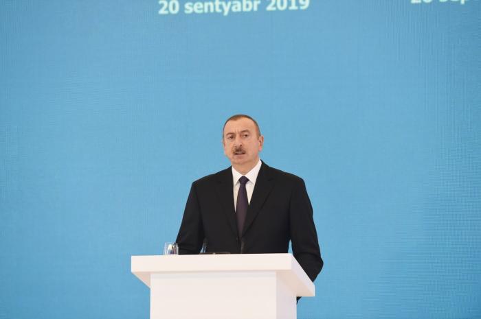 """Ilham Aliyev:   """"Azerbaiyán es el primer productor de petróleo en el mar"""""""