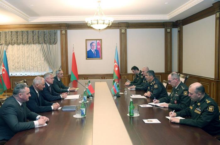 Le ministre azerbaïdjanais de la Défense rencontre le secrétaire d'Etat du Conseil de sécurité biélorusse