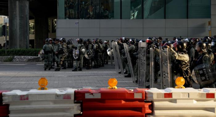 La Policía de Hong Kong usa gas lacrimógeno contra los manifestantes
