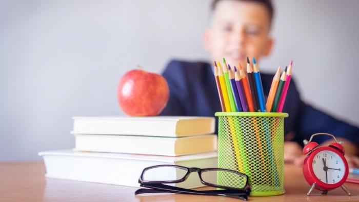 Un colegio de EE.UU. pone en un baño el escritorio de un niño autista que necesita silencio para estudiar