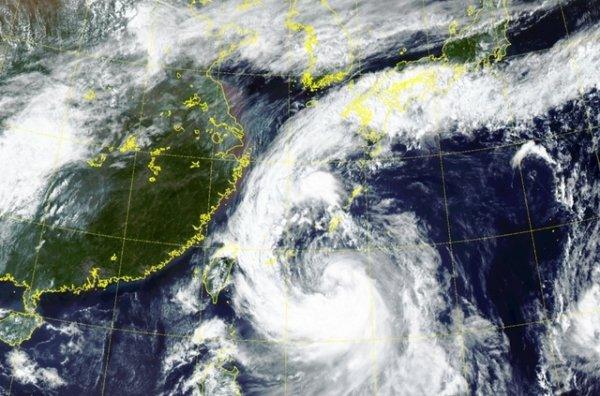 Japon:   le typhon Tapah menace, des centaines de vols intérieurs annulés