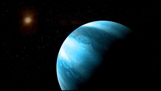 Giant planet around tiny star