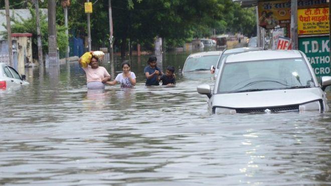 More than 100 dead in fresh India flood chaos