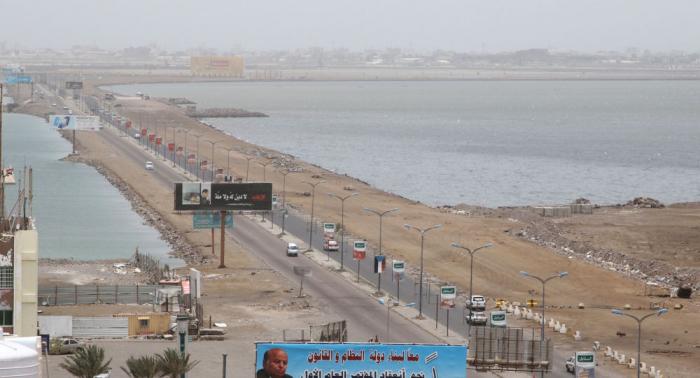 """وزير التعليم اليمني يتهم """"أنصار الله"""" بإلزام طلاب المدارس بترديد شعاراتها"""