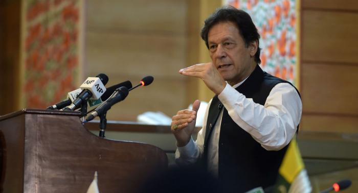 رئيس وزراء باكستان يلقي خطابا في كشمير ويحذر الهند من انتفاضة الملايين