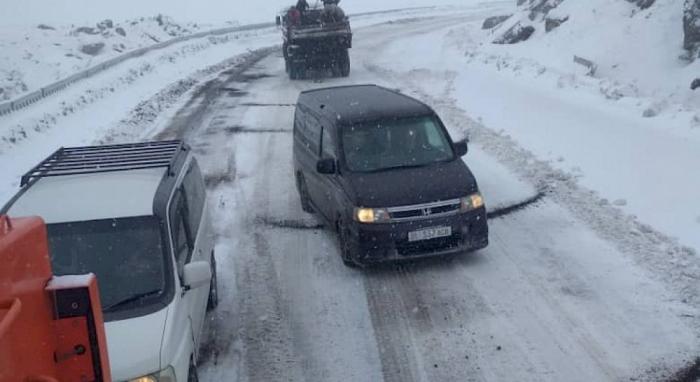 Qırğızıstanda ilk qar yolları iflic etdi - FOTO