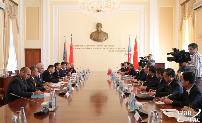 Azerbaijani PM meets with chairman of Standing Committee of Chinese National People