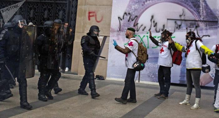 انتشار مكثف للشرطة في باريس تحسبا لتظاهرات للسترات الصفراء