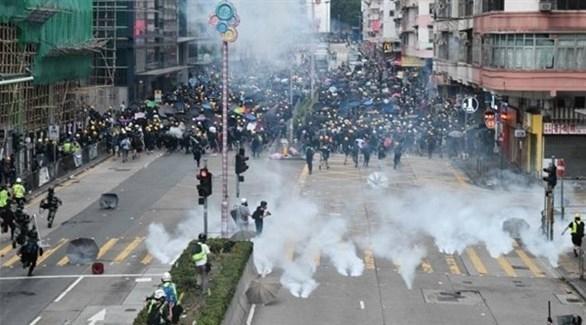 هونغ كونغ تستعد لاحتجاج يستهدف المطار بعد ليلة من الاشتباكات العنيفة