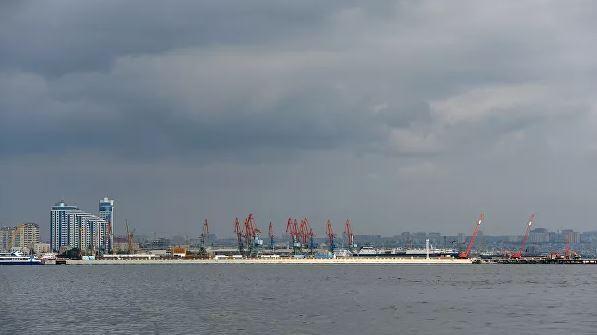 2020 planen sie russisch-turkmenische Kreuzfahrten durch den Hafen von Baku