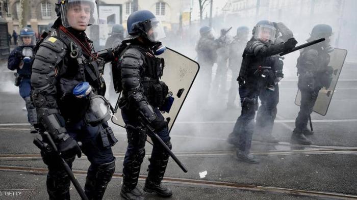 """انتشار أمني كثيف بباريس.. ومخاوف من عودة """"السترات الصفراء"""""""