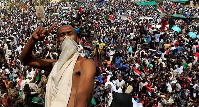 تجمع المهنيين السوداني يعلن عن بدء مسيرات مليونية نحو القصر الجمهوري