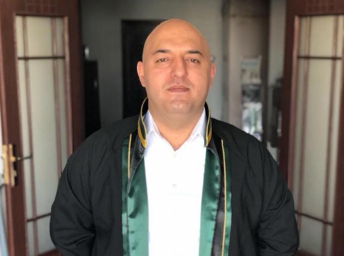 """""""Adil İsmayılov məni təhqir edən yazılar paylaşıb"""" - Vəkil"""