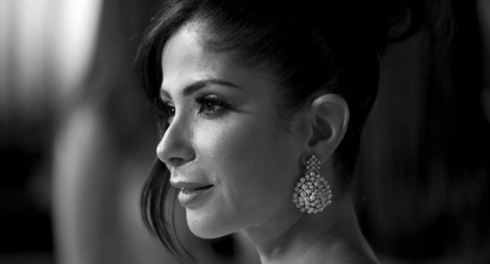 مينا مسعود يتغزل في منى زكي ويتساءل عن غياب زوجها