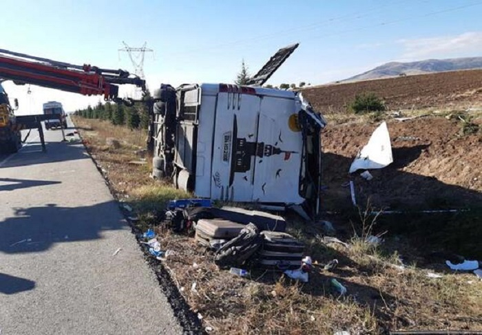 Türkiyədə sərnişin avtobusu aşıb - 1 ölü, 40 yaralı