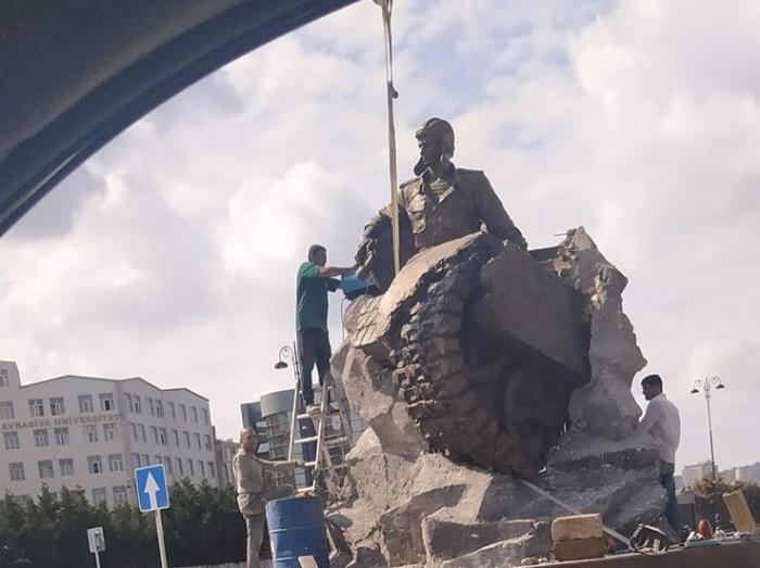Bakıda Albert Aqarunova heykəl qoyuldu
