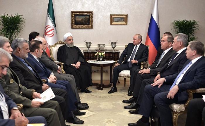 Putin Ankarada Ruhani ilə görüşdü