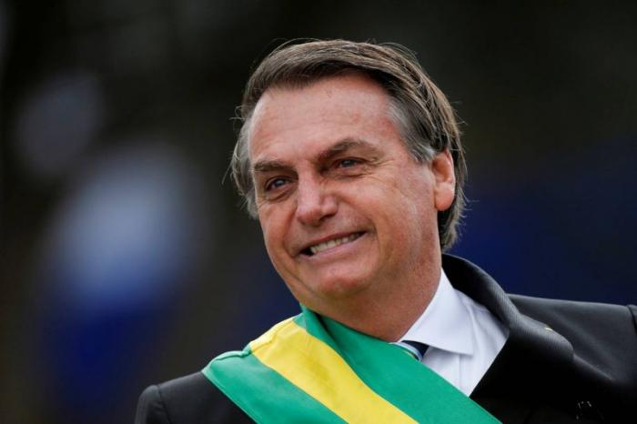 Brésil: opéré dimanche, Bolsonaro veut retravailler mardi