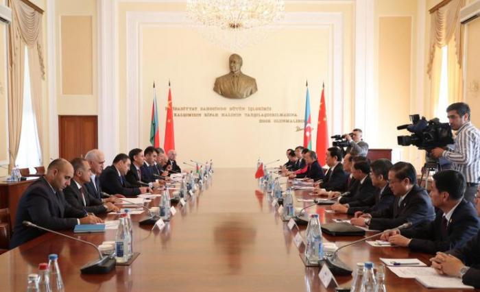 Le Premier ministre azerbaïdjanais rencontre le président du Comité permanent de l'ANP de Chine