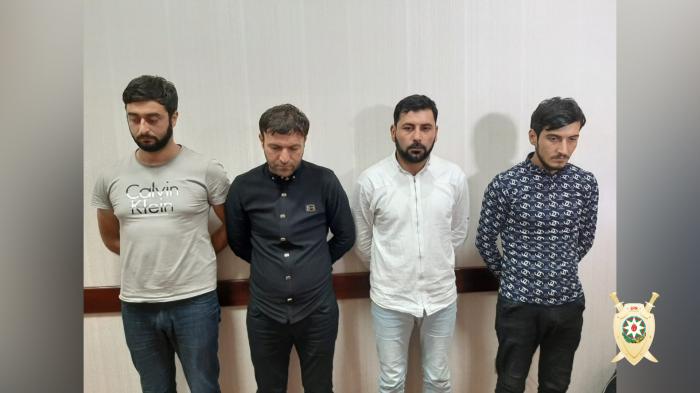 Taksi sürücülərini aldadıb pul alan dəstə ələ keçdi - FOTOLAR