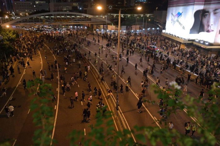 Hong Kong protesters block traffic, taunt police