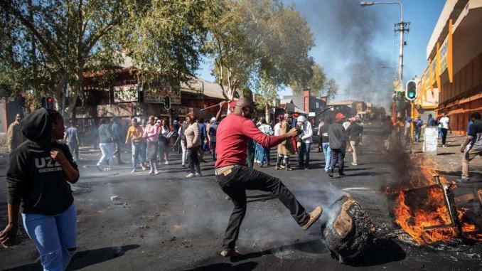 Afrique du Sud: 1500 étrangers ont fui leur foyer après les violences, selon l