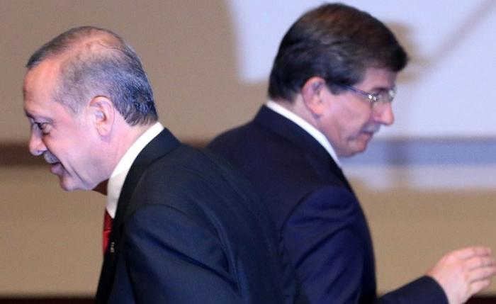 AKP-də 5 saatlıq iclas: Davudoğlu partiyadan kənarlaşdırılır