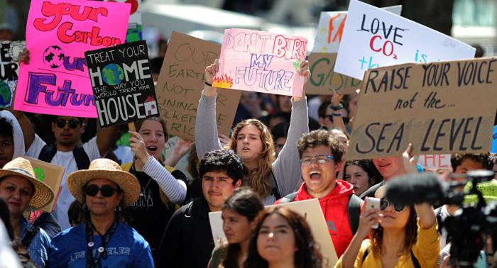 إضراب طلاب في عدة دول لمطالبة زعماء العالم بتجنب كارثة