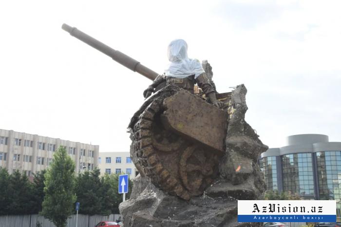 Milli Qəhrəman Albert Aqarunovun heykəli - FOTOLAR