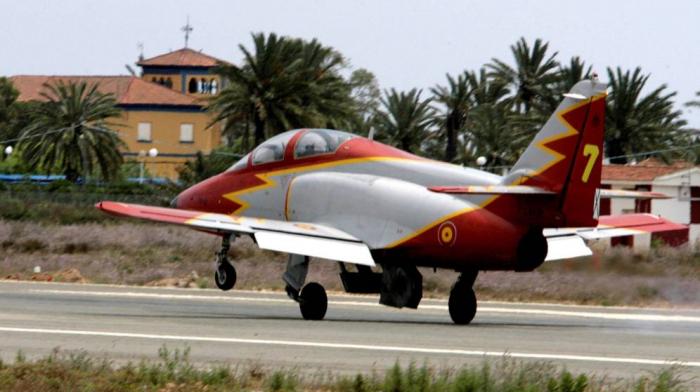 España:  Mueren el instructor y la alumna en el accidente de avión del Ejército