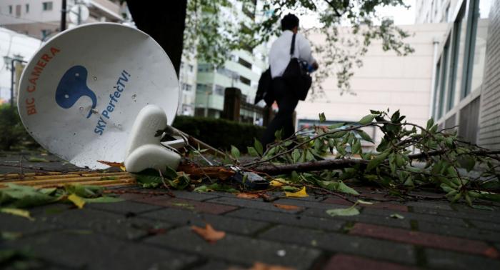 """إعصار """"فاكساي"""" في اليابان يتسبب بحرمان 920 ألف منزل من الكهرباء"""