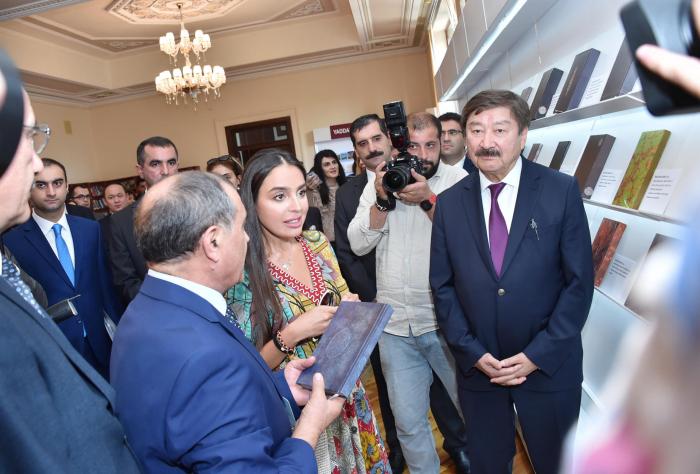 Leyla Əliyeva sərgi açılışında iştirak edib - FOTOLAR