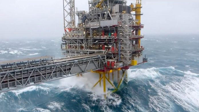 500 oil workers evacuated from offshore platforms in Azerbaijan due to storm
