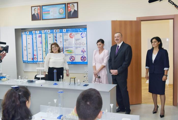 Prezident və xanımı yeni tədris kompleksinin açılışında - FOTOLAR (Yenilənib)